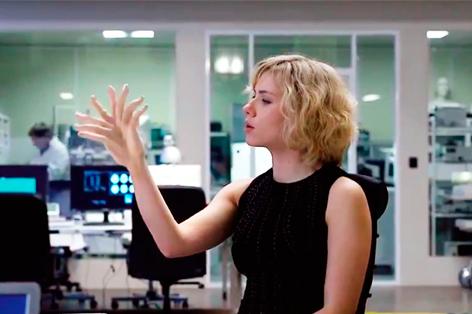 """Kendimiz söyledik, kendimiz inandık. """"Beynimizin yüzde 10'unu kullanıyoruz"""" miti 'Lucy' ile sürüyor. Dr. Kaşer'e sorduk."""