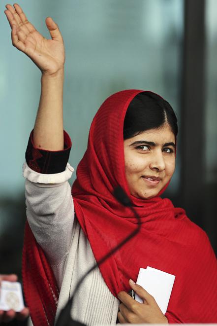 2012 Mücadele veren kadınlar 15 yaşındayken Pakistan'da Taliban tarafından vurulan genç aktivist Malala Yusufzay, dünyanın dikkatini, 21'inci yüzyılda hâlâ eğitim gibi temel haklardan mahrum bırakılan kadınlara çekti. 2014 yılında Nobel Barış Ödülü'nü kazanan Malala, kadınların uzun özgürlük yürüyüşünün günümüzdeki en önemli figürlerinden biri.