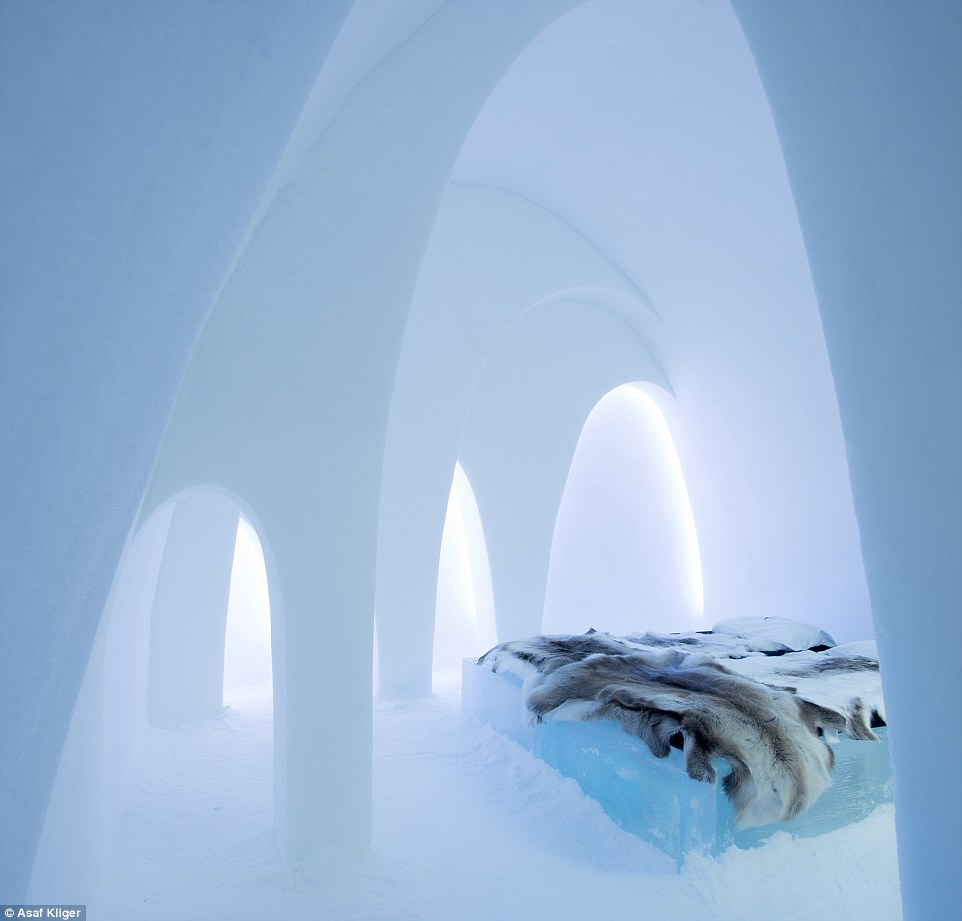 2F5CFA3200000578-3359265-Press_release_December_2015_ICEHOTEL_Flying_Buttress_design_by_A-m-33_1450097022778