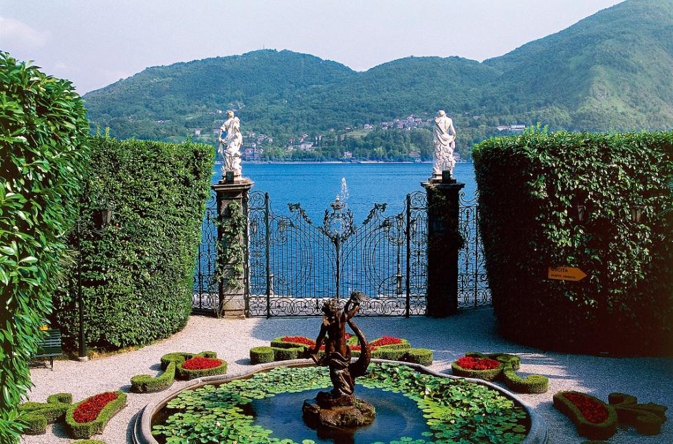 Como Gölü kıyısındaki 16'ncı yüzyıl yapımı Villa Carlotta, tipik bir İtalyan bahçesi sunuyor.