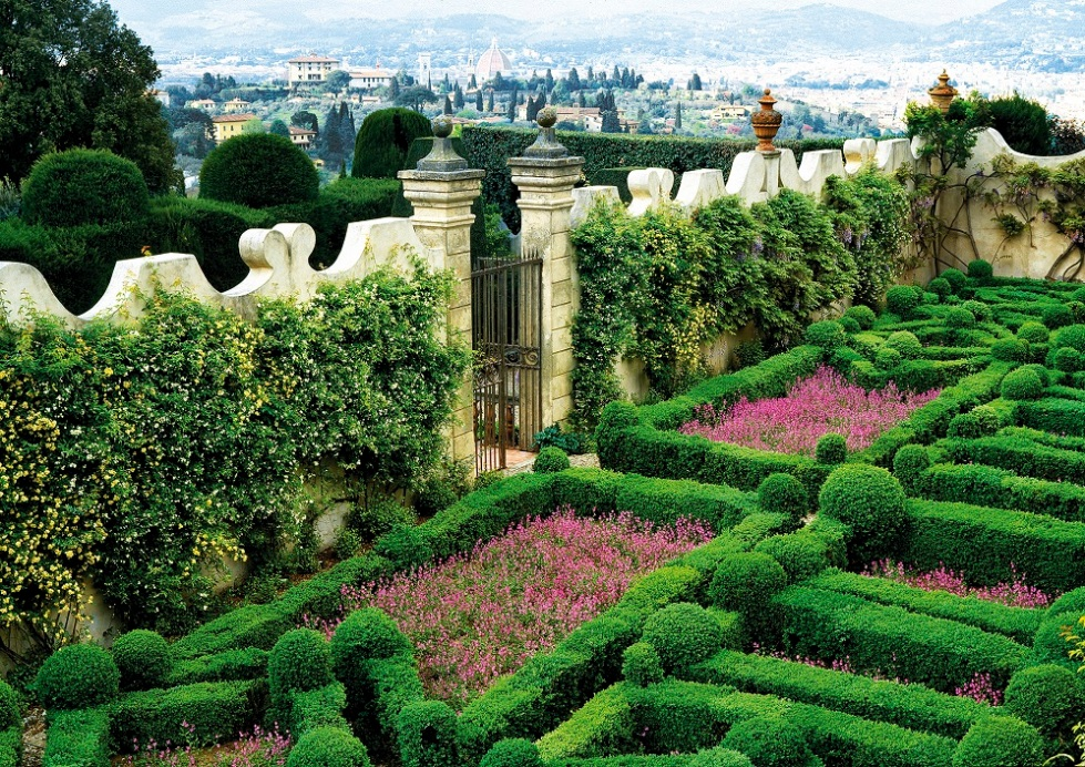 Toskana sınırları içindeki Floransa'da, Villa Capponi'nin gizli bahçesi.