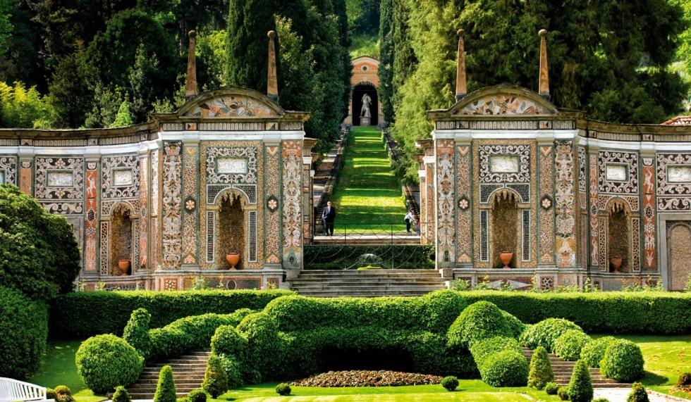 Rönesans kültürünün en etkileyici örneklerinden biri Tivoli'deki Villa d'Este'nin simetrik bahçesi.