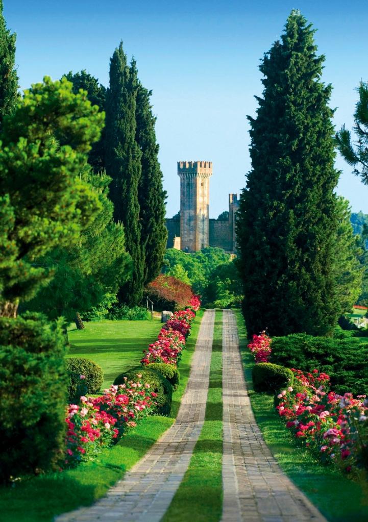 Sigurtà Parkı'nın Gül Yolu'nda baharda 30 bin gül açıyor. Burası, Avrupa'nın en güzel ikinci parkı seçildi.