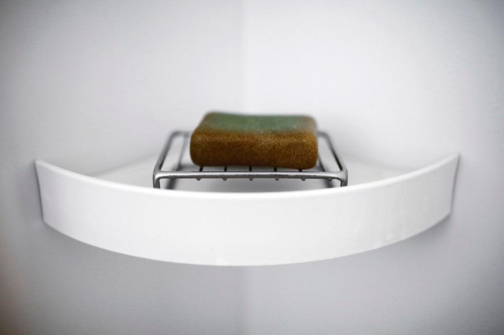 Kushibiki'nin dolabında stoklanmış sabunlar yok, hepsi bu.